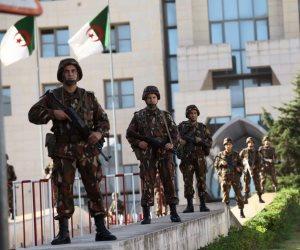 الجيش الجزائري يعلن بدء اجراءات إعفاء الرئيس بوتفليقة من منصبه