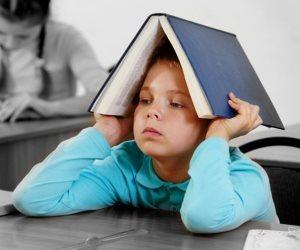 علم النفس يحذر.. قهر الطفل في المذاكرة يقلل من التركيز