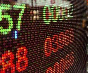 أسواق الأسهم والذهب والنفط تتأثر بتحور كورونا .. جرام الذهب يفقد 10 جنيهات وبرميل النفط يهبط 3%