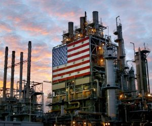 بعد يوم من الانهيار التاريخي.. أسعار النفط الأمريكي نحو مؤشرات إيجابية