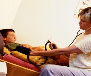 هل يعاني طفلك من مرض السكر؟.. تعرفي على طريقة حمايته