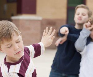 علميه 4 حاجات ليدافع عن نفسه.. كيف تحمي ابنك من التنمر؟