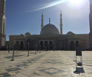 قبل دقائق من افتتاحه رسمياً.. رفع أول أذان بمسجد الفتاح العليم بالعاصمة الإدارية لصلاة العشاء