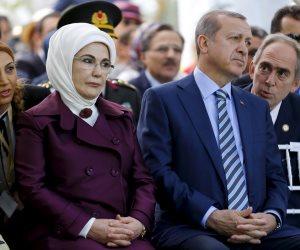 زوجة أردوغان المتناقضة.. «أمينة» تنفق أموال الأتراك بالنهار وتدعو الشعب للتقشف بالمساء