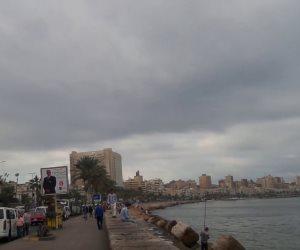 مصدر أمني: رفع السيارات المتواجدة بكورنيش المحافظات لمخالفاتها قرار الحظر