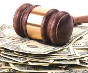 بالعقود تنقضي مصالح الناس.. «التعويض» جزاء الإخلال بالعقد في القانون