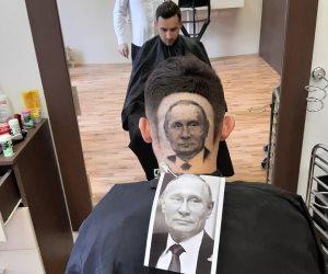 ميسي وصلاح ومارادونا في ضهرك.. حلاق صربي يرسم المشاهير خلال قص الشعر (صور)