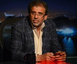 المخرج خالد يوسف يحضر جنازة شقيقه في القليوبية