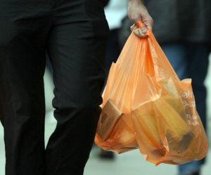 الأكياس البلاستيكية.. شبح يهدد حياة المواطنين والكرة في ملعب البرلمان