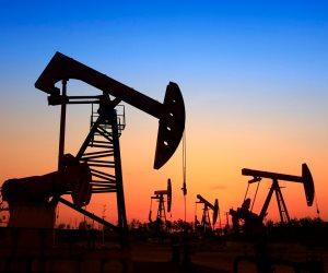 أسعار النفط تتراجع مع تغلب مخاوف ضعف الطلب على خفض الإنتاج
