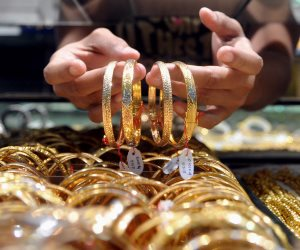 الذهب يخسر 40 جنيها في الجرام.. وعيار 21 يسجل 813 (فيديو)
