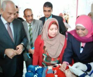 محافظ الجيزة يشارك في تطعيم أول طفلة ضد مرض شلل الأطفال