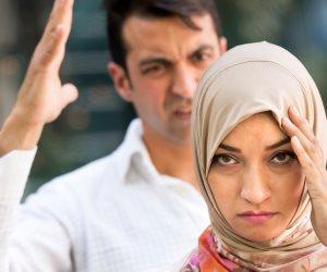 استعان ببلطجية.. موقف غريب من زوج طلبت زوجته حقوقها الشرعية
