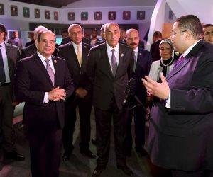 تفاصيل تفقد الرئيس السيسي لجناح القطاع المصرفي بملتقى الشباب العربي والإفريقي (صور)