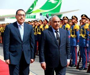 في أول زيارة خارجية منذ توليه المنصب.. رئيس الوزراء العراقي يصل القاهرة