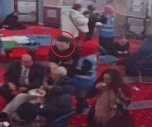 لماذا رشق زعيم حزب العمال البريطاني بالبيض في مسجد؟