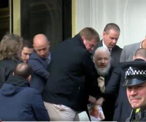 مؤسس ويكيليكس في قضبة الشرطة البريطانية.. من هو جوليان أسانج؟
