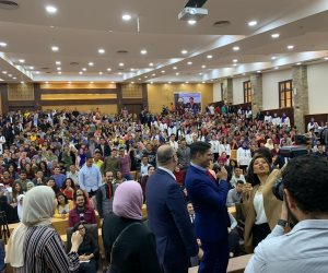 «أبو هشيمة» يلهم طلاب جامعة عين شمس في لقاء حاشد بتأييد التعديلات الدستورية (فيديو وصور)