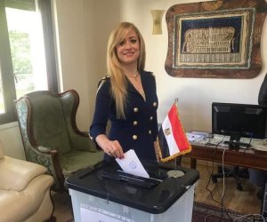 الجالية المصرية بألبانيا تتوافد على مقر السفارة للتصويت على التعديلات الدستورية (صور)
