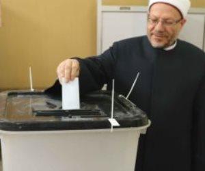 مفتى الجمهورية يدلى بصوته فى التعديلات الدستورية بالقاهرة (صور)