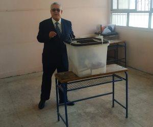 رئيس المحكمة الدستورية العليا يدلي بصوته فى الاستفتاء بمدرسة طبري شيراتون