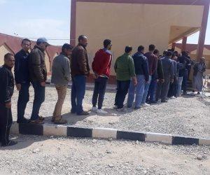 حشود قبائل وسط سيناء أمام لجان مدينة الحسنة تأييدا للاستفتاء على تعديلات الدستور (صور)