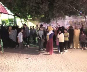 الطوابير تزين الدقائق الأخيرة للاستفتاء على الدستور فى البساتين