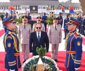 في ذكرى تحرير سيناء.. الرئيس السيسي يضع إكليل زهور على قبر الجندي المجهول (صور)