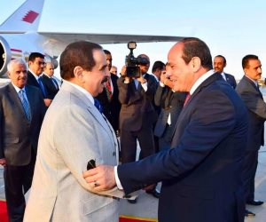 الرئيس عبد الفتاح السيسي يستقبل ملك البحرين فور وصوله القاهرة (فيديو)