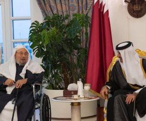 قطر تواصل التحدي.. «مفتى الدم » على رأس مأدبة إفطار «تميم» (صور)