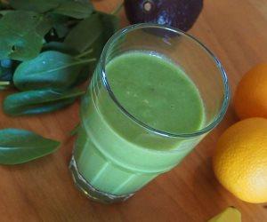 كيف تقلل آلام المعدة بعصير البرتقال والسبانخ؟
