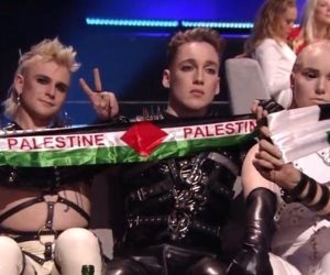 أثناء مسابقة الأغنية الأوروبية «يوروفيجن».. آيسلندا ترفع علم فلسطين في إسرائيل (فيديو)