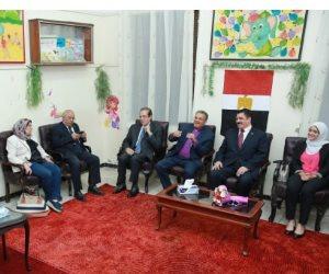 رئيس الإنجيلية ومحافظ القليوبية على «مائدة المحبة» بمدارس الإنجيلية في بنها