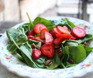 وصفة «ميكس السبانخ» والفراولة والعنب للحفاظ على صحة البنكرياس