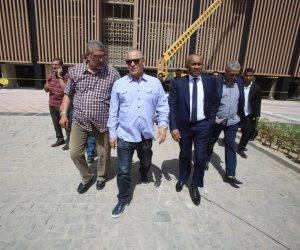 أحمد أحمد وأبو ريدة يزوران إستاد القاهرة (صور)