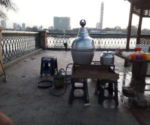 «سبوبة» كورنيش قصر النيل: 60 جنيها للكرسي والمشروب.. وسرقة المرافق «في عز الضهر»
