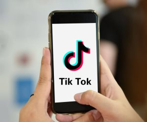 من الفيديو إلى صناعة الهواتف.. مؤسس Tik Tok ينافس كبرى شركات المحمول