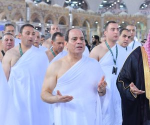 الجماهير تحيي الرئيس السيسي أمام الكعبة: ألف مبروك يا ريس القبض على هشام عشماوي (فيديو)