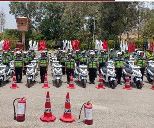 الداخلية تدفع بمجندين من حملة المؤهلات العليا لتنظيم حركة المرور (فيديو)