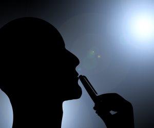 خطر الإيمان يهدد قلوب الملحدين.. تجار الإلحاد يسابقون «الدقون العيرة» في نهب جيوب المواطنين