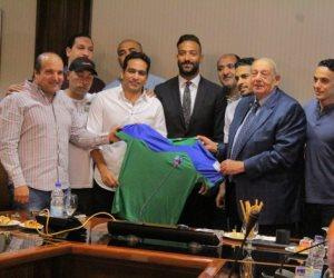 رئيس مصر المقاصة يعلن التعاقد مع «ميدو» لموسمين جديدين (صور)