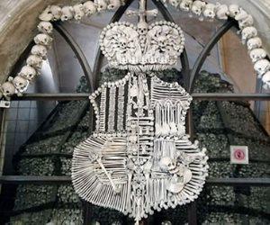 كنيسة الرعب في التشيك.. تتزين بالجماجم والهياكل العظمية (صور)