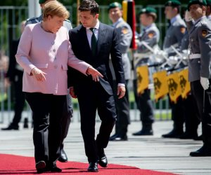 «رعاش ميركل» المتكرر يحرج ألمانيا