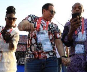 حكيم يستعد لأغنية الافتتاح قبل لقاء مصر وزيمبابوي (صور)