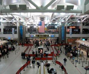 سمحت بمبيت طائرات قطرية ليلا.. قصة رشوة «الحمدين» لمشرفة بمطار كينيدي