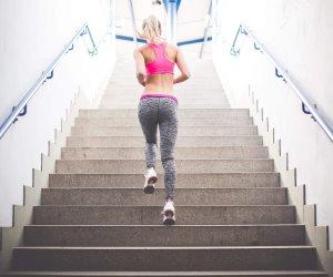 5 فوائد للصعود على الدرج.. تقوية العظام والعضلات الأبرز