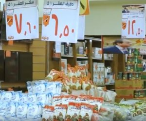 إقبال كبير من المواطنين على «مبادرة كلنا واحد» لتوفير السلع بأسعار مخفضة (فيديو)