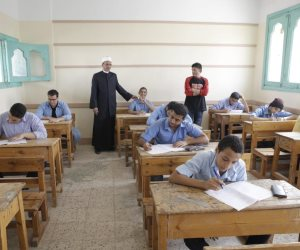 طلاب الدور الثانى بالثانوية الأزهرية يؤدون امتحان النحو والتفاضل والإنجليزى