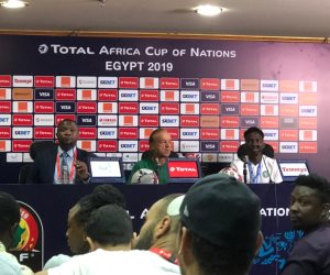 مدرب نيجيريا: الجماهير المصرية تحب الكرة الجميلة لكنهم عرب مثل الجزائر
