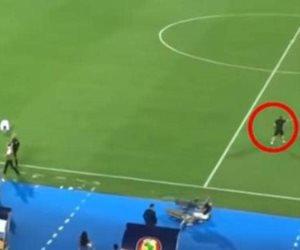 بعد جول محرز .. كيف أنقذ المدرب المساعد للجزائر مرمى بلاده من هدف محقق؟